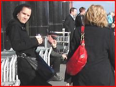 Bourse rouge et Talons marteaux- Red purse and hammer heels-  Montreal PET airport- Aéroport PET de Montréal.