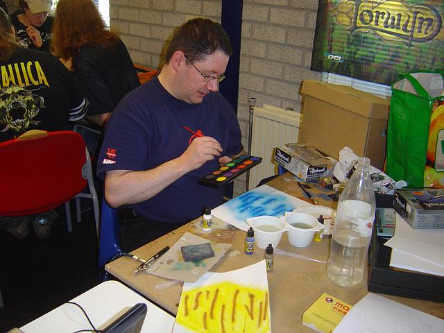 André bezig met paintbrush