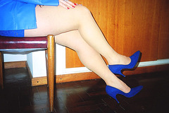 Lady Roxy  -  Hot legs and high heels - Jambes exquises et talons hauts .