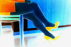 Lady Roxy  -  Hot legs and high heels - Jambes exquises et talons hauts -  En négatif / Negative artwotk