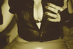 Lady Roxy - Erotic hand and impeccable cleavage display -  Main érotique et décolleté impeccable / Sepia