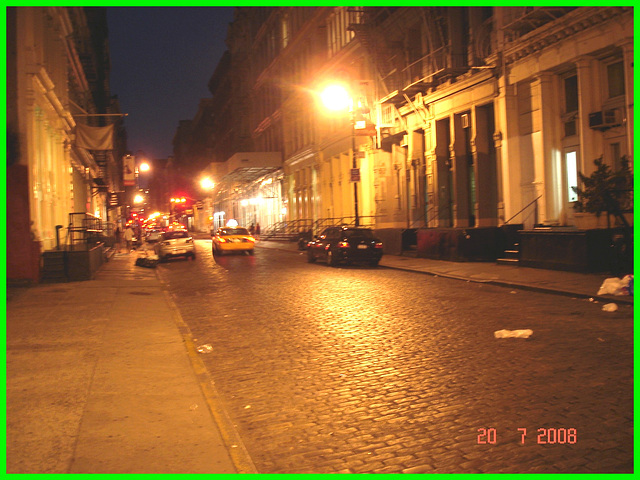 Yellow cab under the spotlight-  Taxi jaune sur la sellette -NYC.