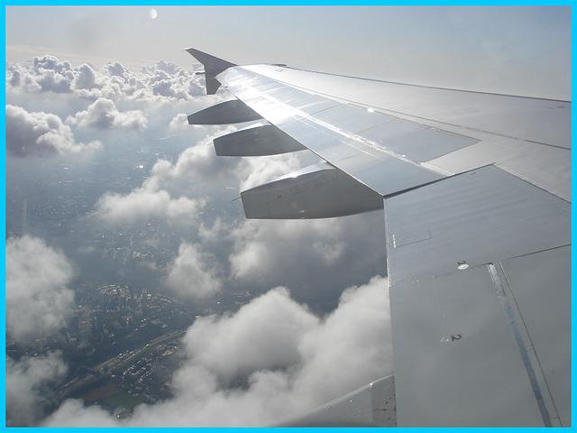 Aile et nuages / Clouds and wing - Flight- Vol Air Transat Bruxelles-Montréal- 29 octobre 2008