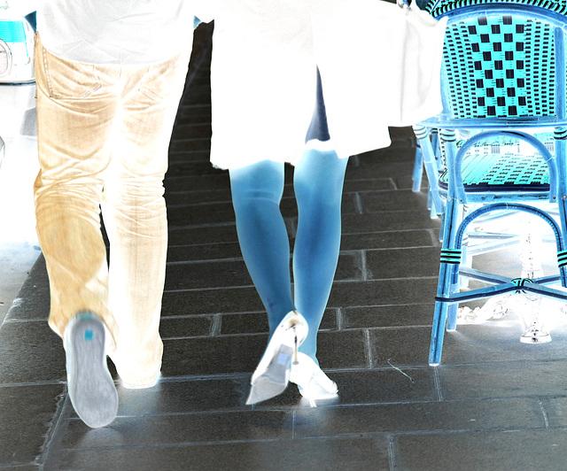 Cadeau de Katalin et Agatha - Talons hauts et jambes gracieuses. Paris -  Effet négatif .  Février 2009