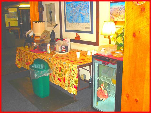 Coca Cola et jus d'orange / Coca-cola and orange juice - Killington Pico Motor Inn.  Killington, Vermont. USA / 7 août 2008.