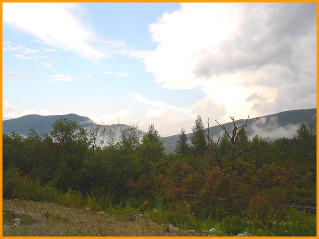 Green mountains clouds /  Nuages de montagnes - Road no-7- East Dorset area- Vermont . USA. 6 août 2008.
