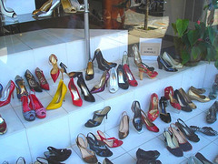 Lèche-vitrine podoérotique- Window store shoes display - Toronto, Canada. July 2007.