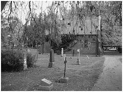 Cimetière de Helsingborg- Suède- Brick chapel- Chapelle de briques /22 octobre 2008. Noir & blanc.