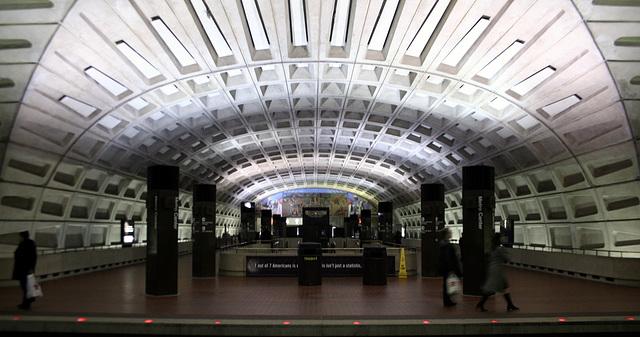 02.WMATA.MetroCenter.WDC.18dec07