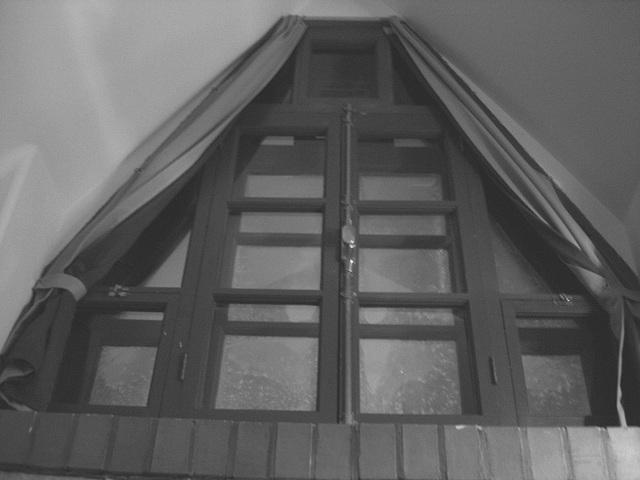 Room's window  -  Fenêtre de chambre /  Abbaye de St-Benoit-du lac au Québec  - 7-02-2009 -  B & W