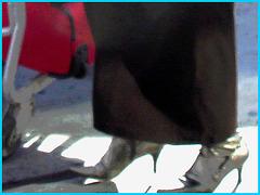 Dame blonde d'âge mûr en Bottes sexy et son chauffeur- Blond mature in sexy boots with her private driver-Montreal PET airport- Aéroport PET de Montréal. Photofiltre créations 2.