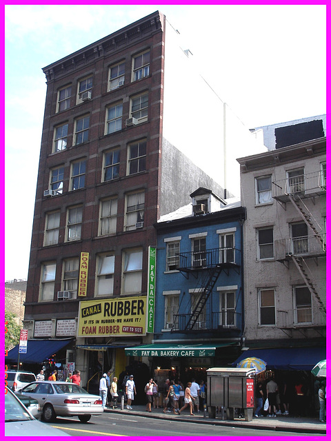 Rubbery scenery- Décor caoutchouteux- Canal street - NYC.