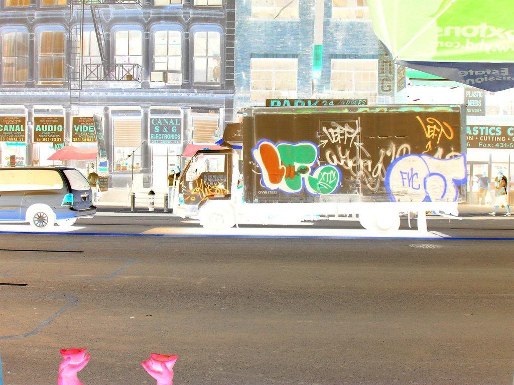 New-York city  - Camion bidouillé sur Canal street - Canal street cartoon colourful truck.