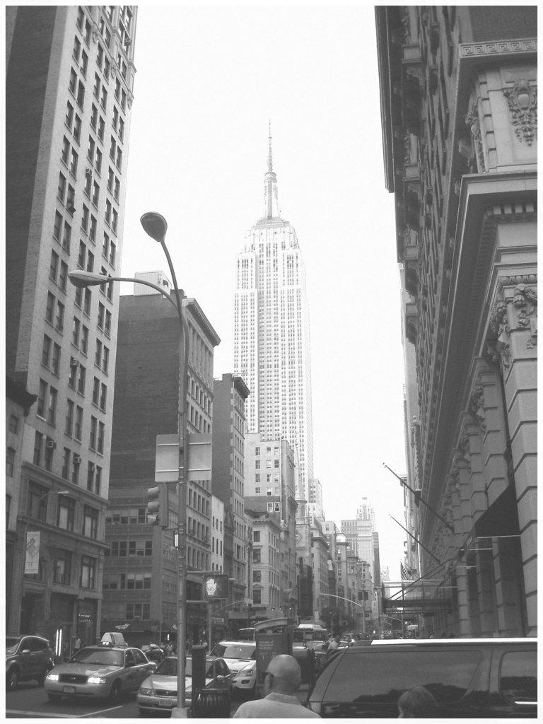New-York city - Entre gratte-cieux / In between skyscraper - Noir et blanc / 19 juillet 2008.
