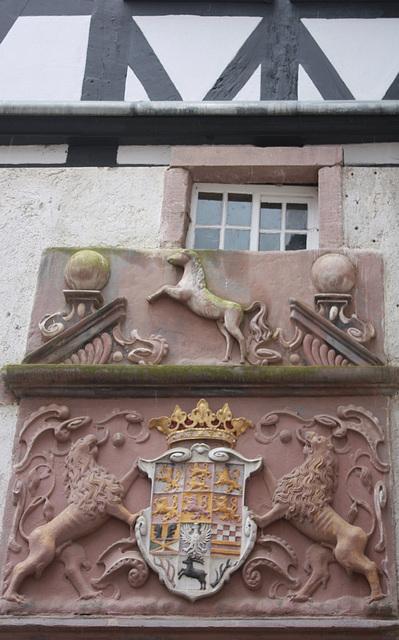 Wappen am Westflügel