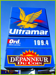 Ultramar-  Ultramar -  Chaîne de stations-service au Québec /  Famous gas stations in Quebec, CANADA / Dans ma ville / Hometown. 12 octobre 2008.
