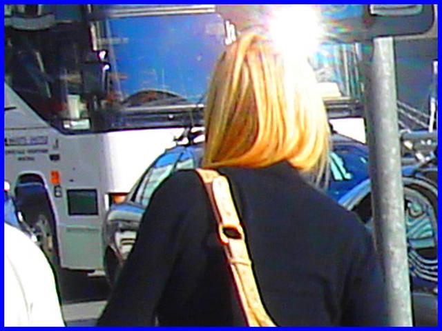 Divinité blonde en jeans et bottes à talons hauts avec boucles - Gorgeous blond Divinity in jeans and high heeled buckled boots- PET Montreal airport.Photofiltrée.