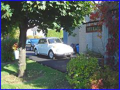 Vitrail & Volks beatle décapotable - Stained-glass window & convertible Volkswagen Beatle. Dans ma ville  /  Hometown.