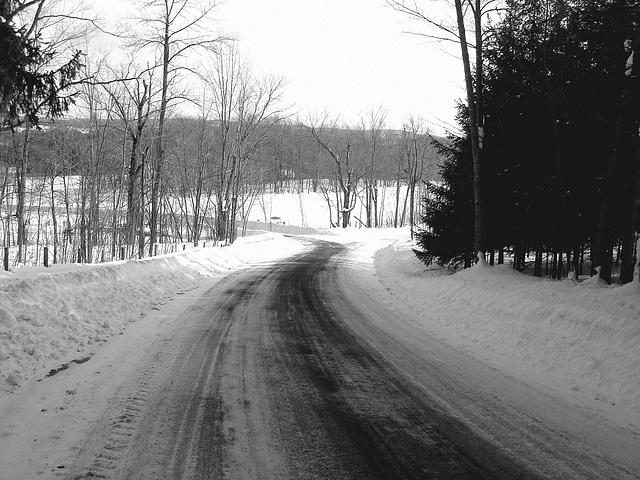L'hiver à l'abbaye de St-Benoit-du-lac au Québec - Février 2009-  B & W