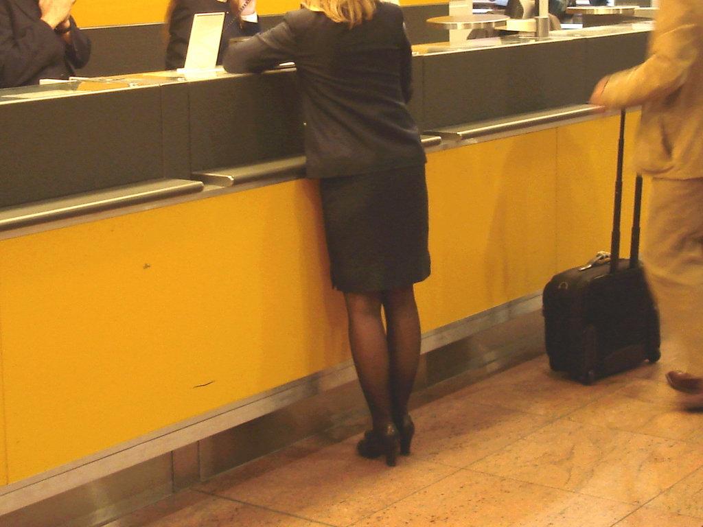Jet airways high heeled blond flight attendant /  Brussels airport -19-10-2008