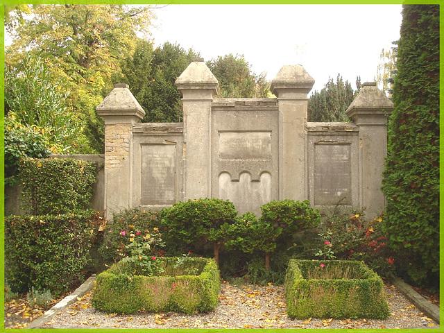 Cimetière de Copenhague- Copenhagen cemetery- 20 octobre 2008-Érigé solennellement- Solemnly erected.