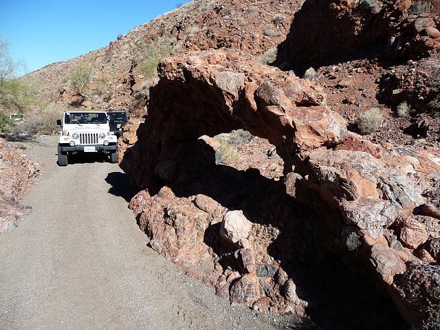 Arch in Chuckawalla Canyon (2235)