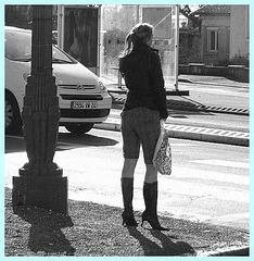 Lilette la pipelette / A street candid gift - un cadeau de photo de la rue - N & B /  B & W