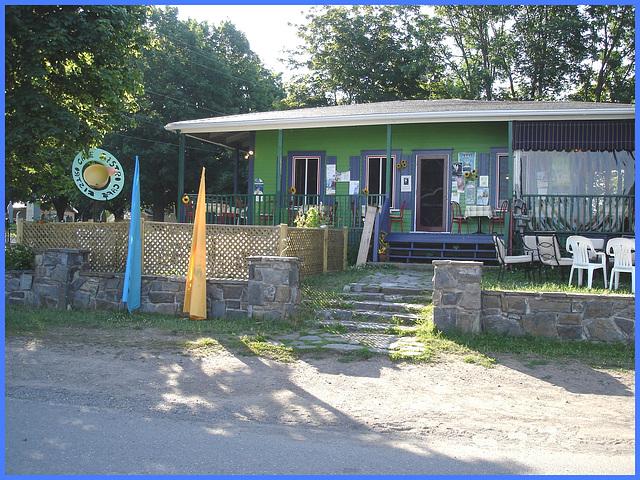 Café Cristo / St-Jean-Port-Joli - Québec, CANADA. 22 juillet 2005.