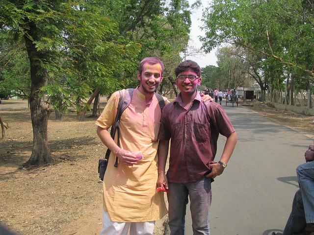 Tu voulais une photo avec un nain indien et bien voila.... mais lui il a des longues jambes