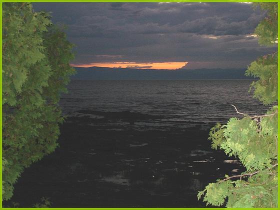 Ghost ship / Fantôme de navire - Coucher de soleil / Sunset -St-Jean-Port-Joli - Qc. CANADA. 21 juillet 2005.