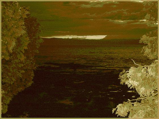 Coucher de soleil / Sunset -St-Jean-Port-Joli,  Qc. CANADA. 21 juillet 2005 / Sepia postérisé.