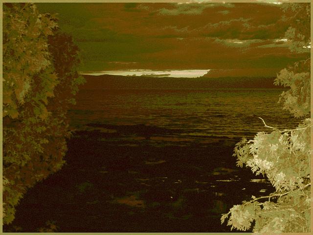 Coucher de soleil / Sunset - St-Jean-Port-Joli,  Québec. CANADA - 21 juillet 2005 / Sepia postérisé.