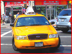 Yellow cab on canal street - Légendaire taxi jaune sur Canal street