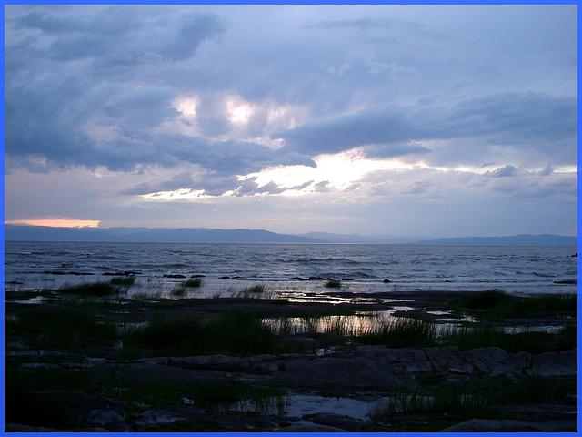 Coucher de soleil / Sunset  - St-Jean-Port-Joli, Qc. CANADA. 21 juillet 2005.