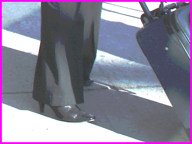 Aguichante et grande Dame mature en bottes à talons hauts - Tall ravishing mature in high-heeled Boots - PET Montreal airport.