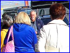 Dame blonde mature et un peu dodue tout en bleu - Blue sexy chubby blond mature Lady- PET Montreal airport.