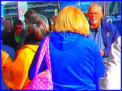 Dame blonde mature et un peu dodue tout en bleu - Blue sexy chubby blond mature Lady - PET Montreal airport / Aéroport Pierre-Elliot Trudeau de Montréal /  Couleurs ravivées.