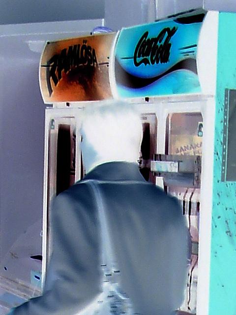 Alfo Gross tall Swedish Lady in long white pants & high-heeled Boots  /   Grande Dame Suédoise en longs pantalons blancs et Bottes à talons hauts - Helsingborg / Suède - 22 Octobre 2008 - Effet de nég
