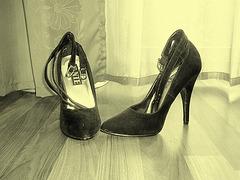 Elsa's friend high heels shoes  -  Janvier 2009.  Photo à l'ancienne /  Vintage