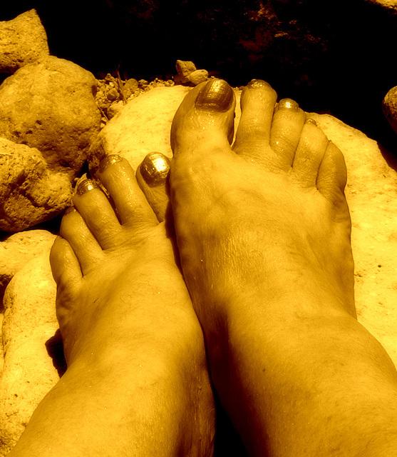 Mon amie chérie Christiane / My beloved friend Christiane's golden feet - Reine aux Pieds d'or  /  Golden feet Queen.