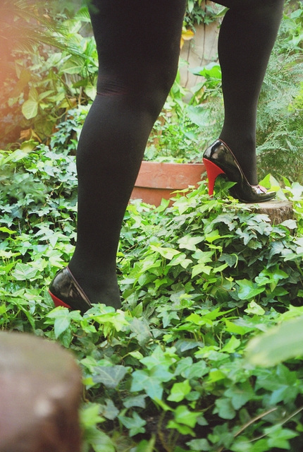 Lady Roxy avec permission / Jardinage en talons hauts - Gardening in high heels !