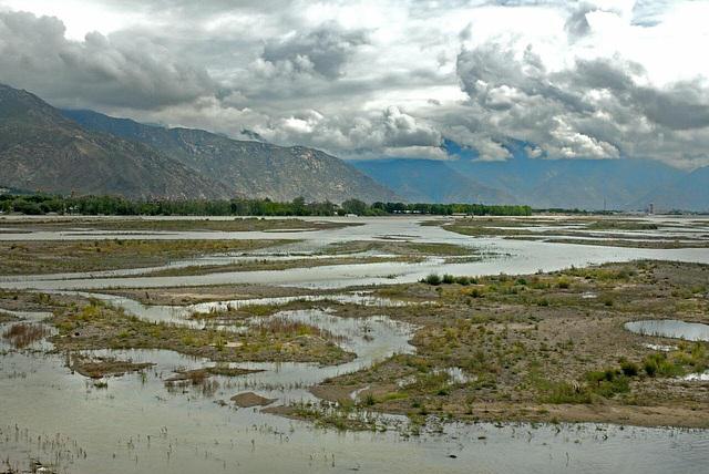 Along the Zang Po river