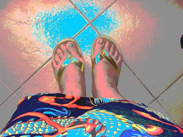 Mon amie  Chris - Couleurs estivales et sandales dorées.  Avec  / with permission.   Postérisation