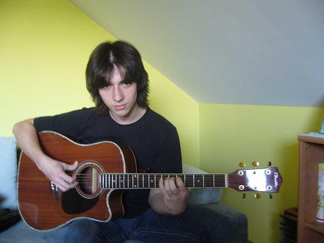 Vojtek ludas gitaron.