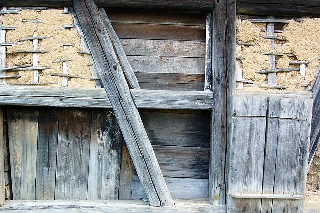 argila muro kun traboj