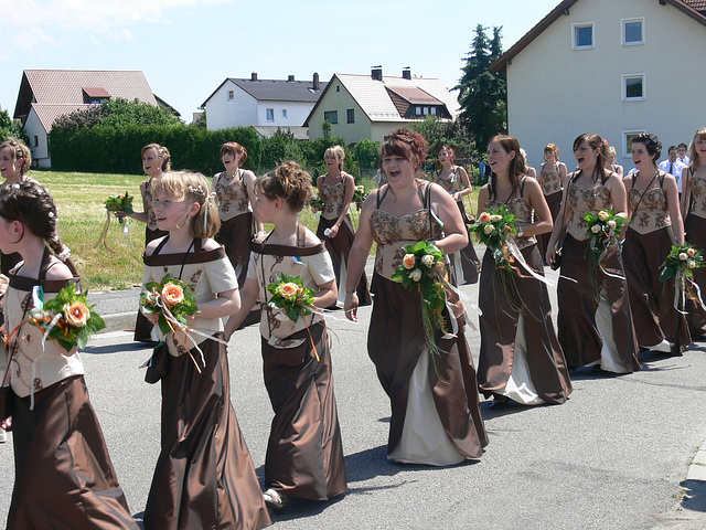 Festmädchen und Festdamen - festival girls and ladies