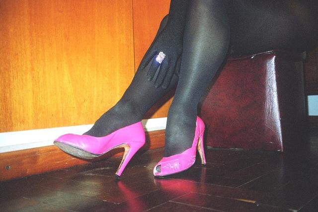 Mon amie Lady Roxy de Buenos Aires en Argentine /  Catalyseur podoérotique de talon hispanique pivotant - Heel pivot hispanic catalyst