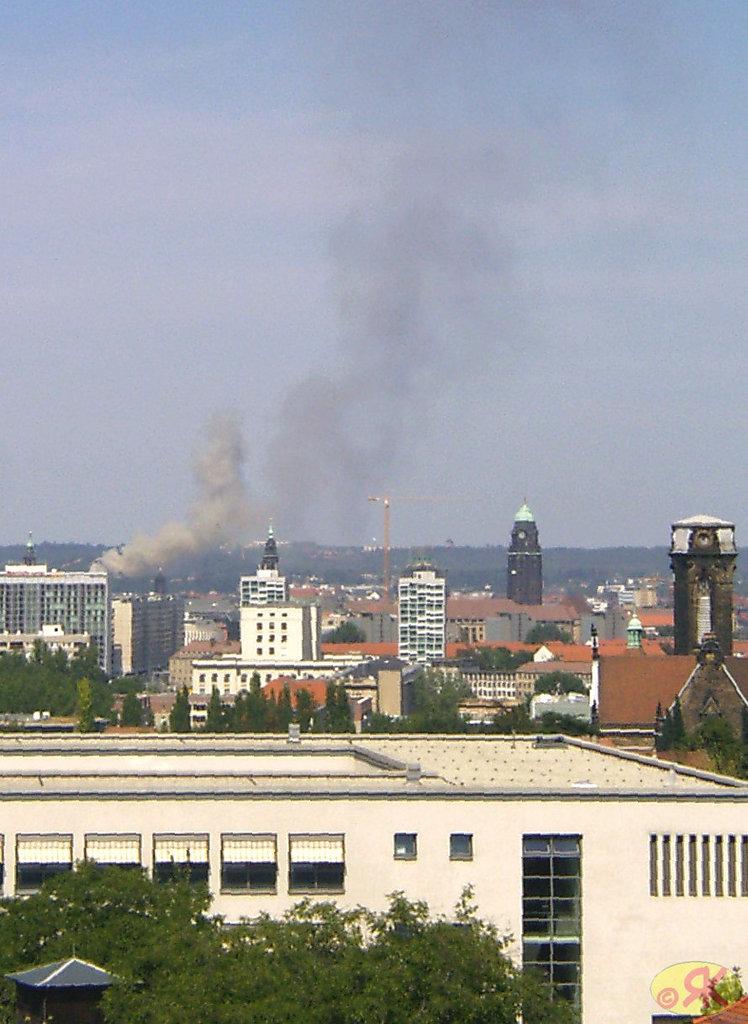 2003-09-05 10 brulas en Dresdeno