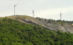 les éoliennes au dessus de l'ancienne mine découverte de charbon à Camplong
