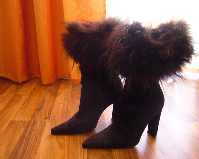Elsa's friend fur high-heeled boots .  January 2009